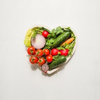 Coração feito de diferentes tipos de vegetais