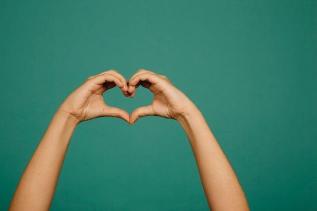 Coração gesto de mão