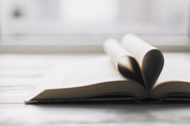 Coração no livro aberto