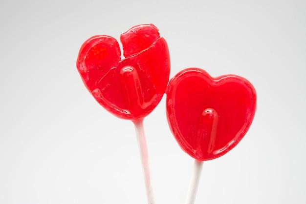 Coração partido pirulito vermelho