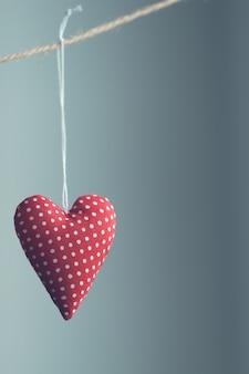 Coração que pendura em uma corda