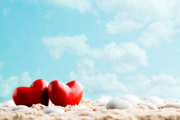 Coração vermelho. cartão de saudação recém-casado. mar, composição de corações.