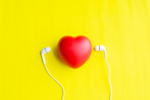 Coração vermelho com fone de ouvido