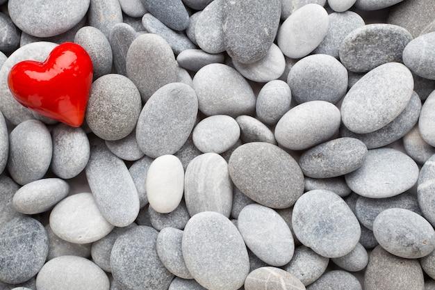 Coração vermelho das pedras do spa.
