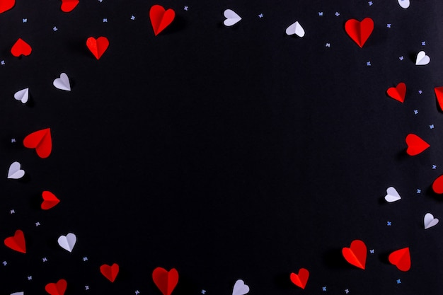 Coração vermelho e moldura de coração branco