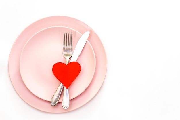 Coração vermelho e talheres