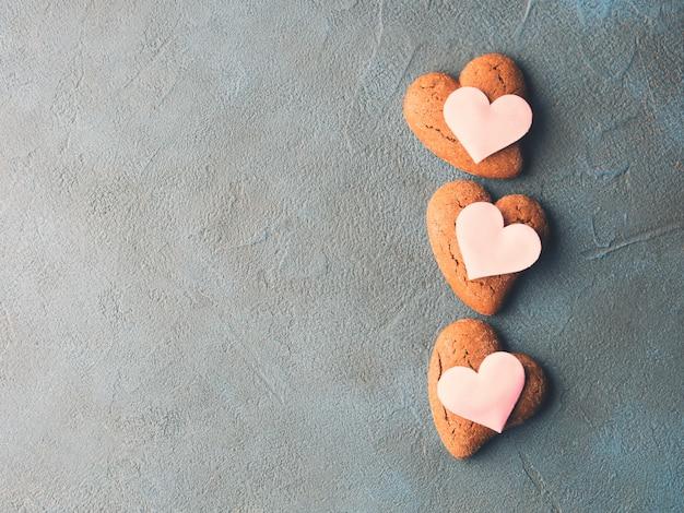 Corações de cookie de concreto texturizado em tons