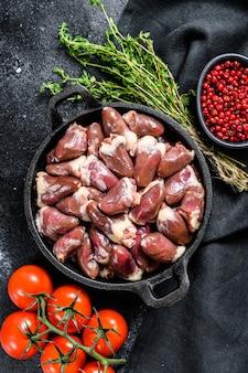Corações de frango fresco. .