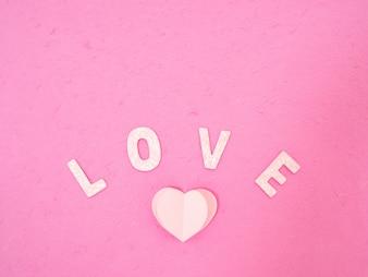 Corações de papel rosa Mensagem do amor