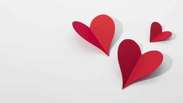 Corações de vista superior, feitas de papel