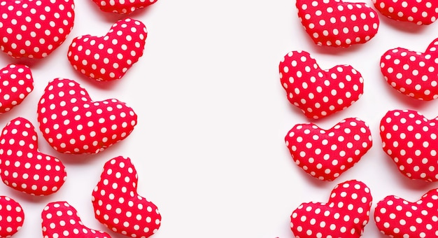 Corações dos namorados em fundo branco
