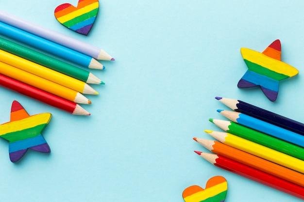 Corações e estrelas do arco-íris colorido