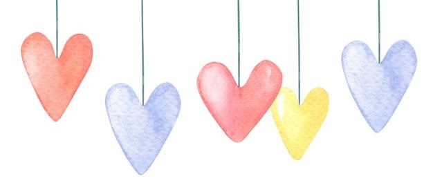 Corações em aquarela de vermelho, rosa, amarelo, lilás.