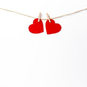 Corações na corda para dia dos namorados