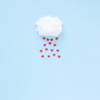 Corações vermelhos caindo da nuvem