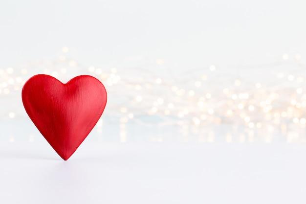 Corações vermelhos em fundo cinza. dia dos namorados daz cartões.
