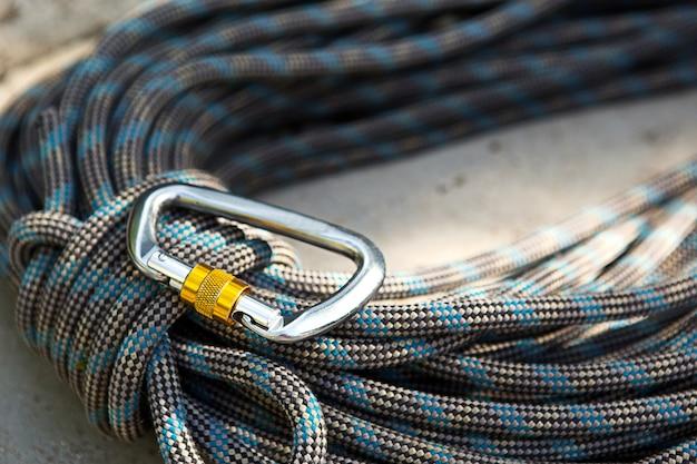 Corda de escalada em espiral e mosquetão de aço