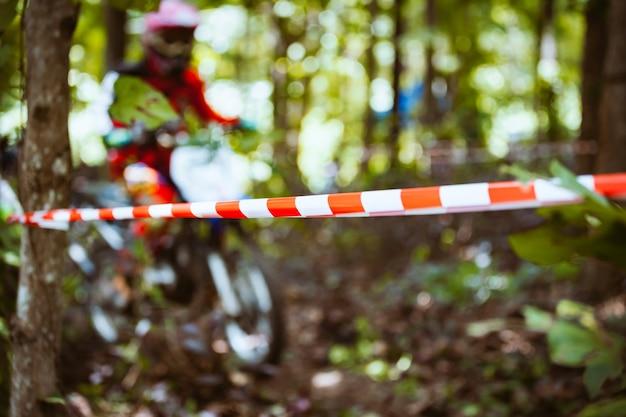 Corda de plástico barricade com bicicletas de montanha
