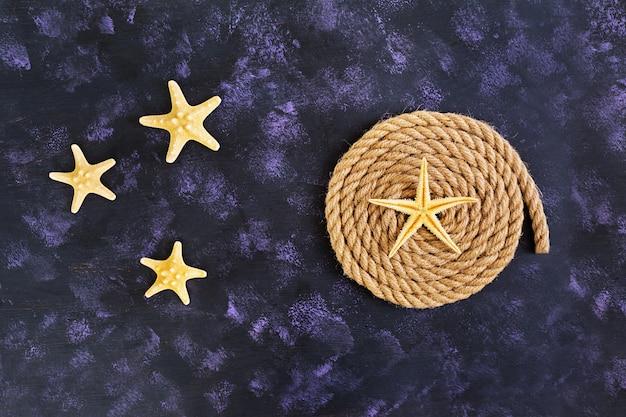 Corda e estrela do mar. vista do topo