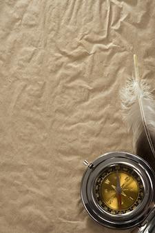 Cordas e bússola em textura de papel antigo vintage