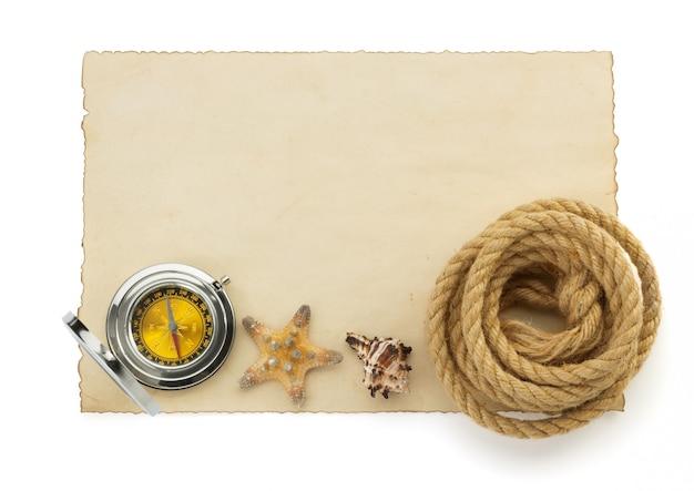 Cordas e bússola em textura de papel vintage