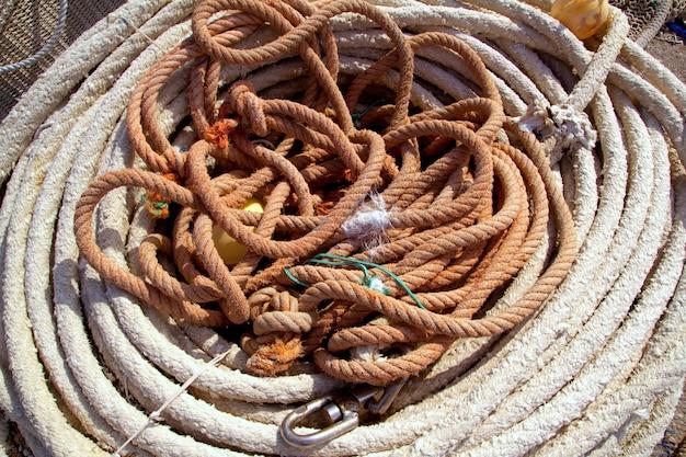 Cordas envelhecidas de material de equipamento de pesca