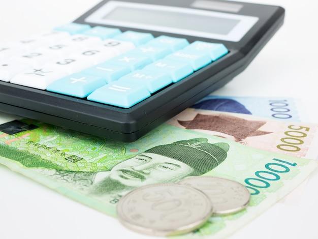 Coreia do sul ganhou moeda de notas close-up macro com calculadora, dinheiro coreano