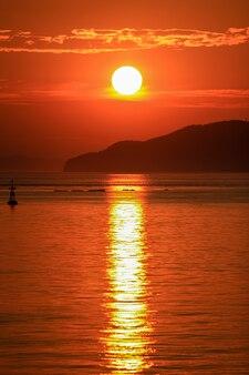 Coréia do sul, sol e longa luz solar entre ilhas