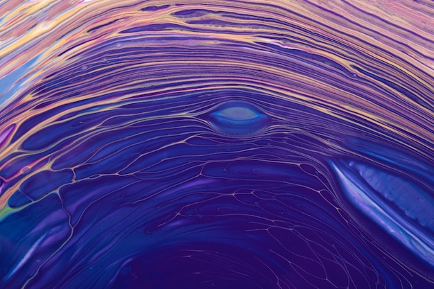 Cores azuis e roxas do fundo abstrato da arte fluida ou líquida. pintura acrílica sobre tela. pano de fundo aquarela com padrão de ondas bege.