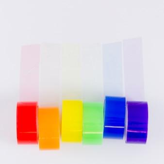 Cores da bandeira do orgulho com fita adesiva