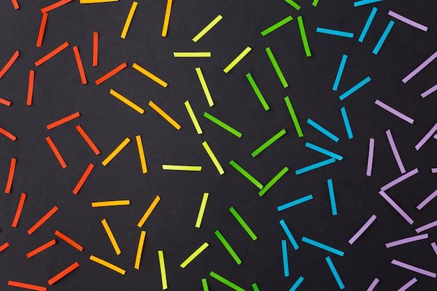 Cores do orgulho do arco-íris no papel