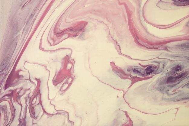Cores roxas e brancas do fundo abstrato da arte fluida. mármore líquido. pintura acrílica sobre tela com gradiente bege. cenário de tinta a álcool.