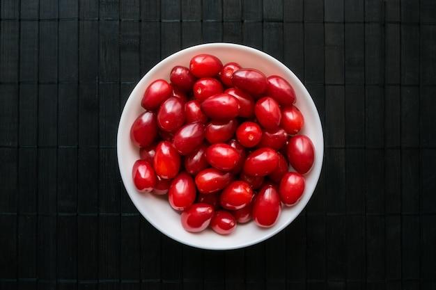 Cornelian cherry dogwood comestível