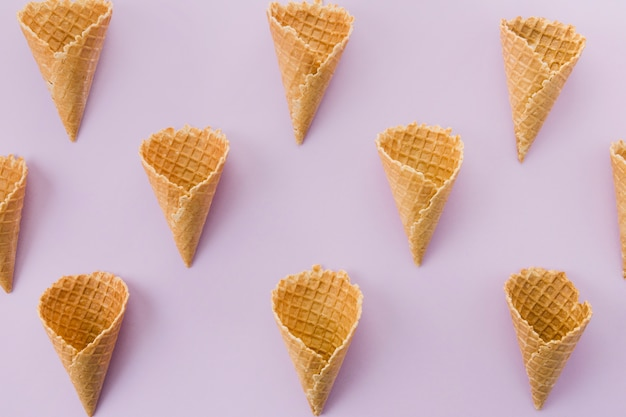 Corneta de sorvete de waffle curta não preenchida