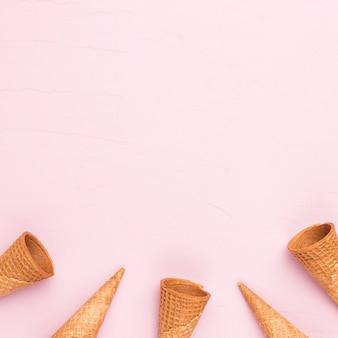 Cornetas de sorvete vazio