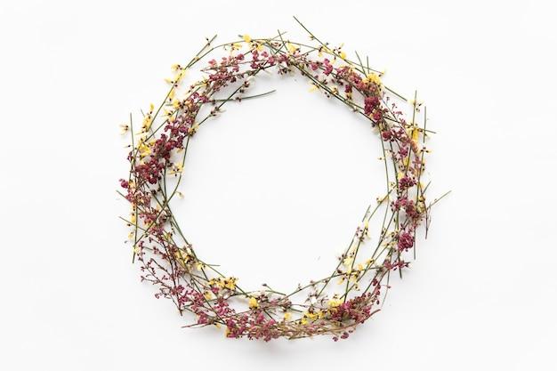 Coroa de flores silvestres