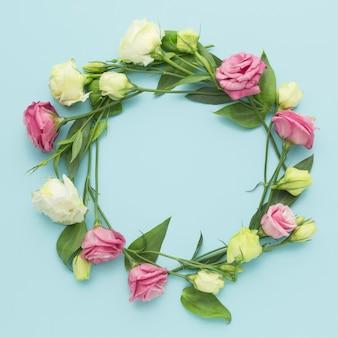 Coroa de mini rosas plana leigos