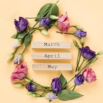 Coroa de rosas com meses de primavera