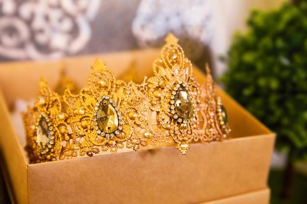 Coroa para a noiva na caixa
