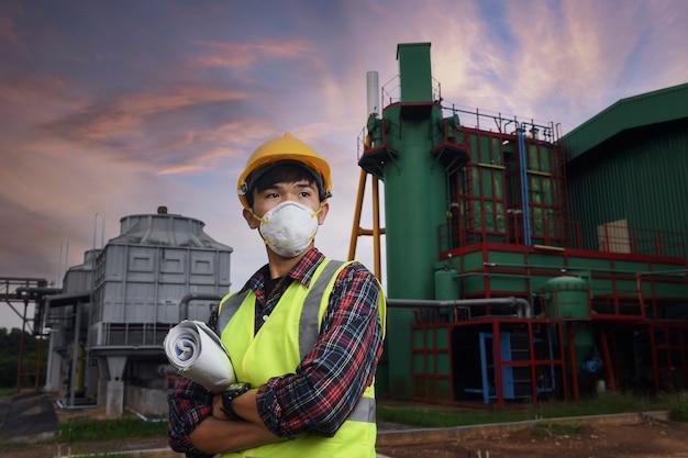 Corona ou covid-19 usam máscaras durante o projeto de construção