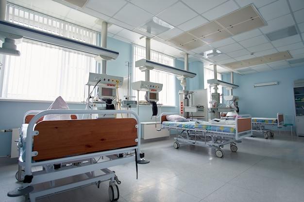 Coronavírus. o pronto-socorro vazio de terapia intensiva está pronto para receber pacientes com infecção por coronavírus.