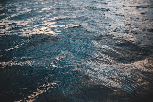 Corpo d'água, ondas do mar