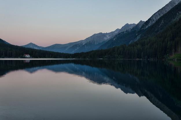 Corpo de água paisagem