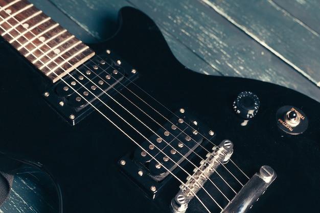 Corpo de guitarra elétrica e pescoço detalhe em madeira