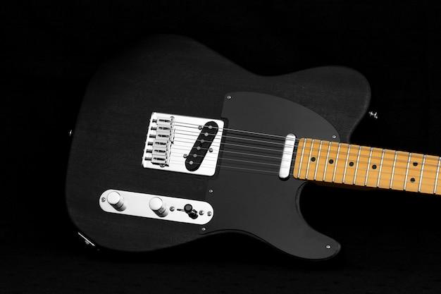 Corpo de guitarra elétrica telecaster preto em fundo preto