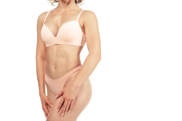 Corpo magro bonito da mulher