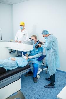 Correção da visão a laser. tratamento do glaucoma. tecnologias médicas para cirurgia ocular.