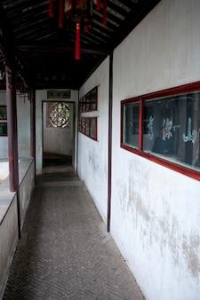 Corredor, de, um, predios, em, demorando, jardim, suzhou, província jiangsu, china