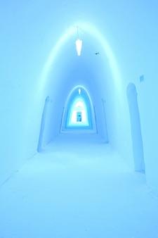 Corredor do hotel de gelo
