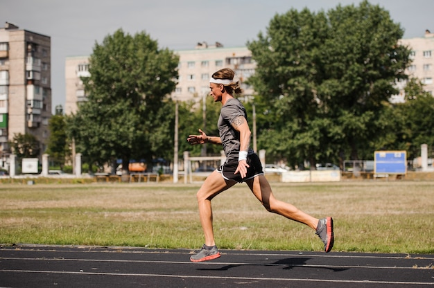 Corredor profissional na pista
